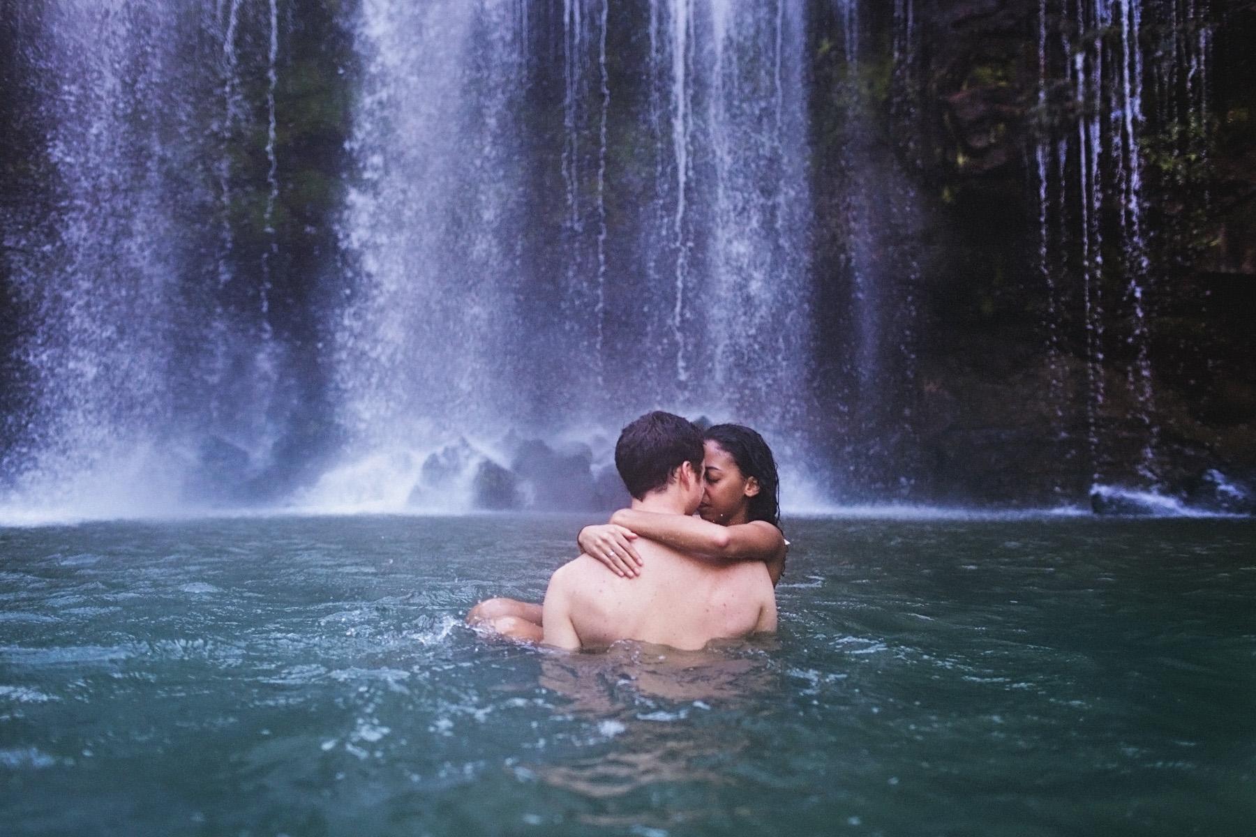 летом стволы пары у водопада фотографии ними продается, доход